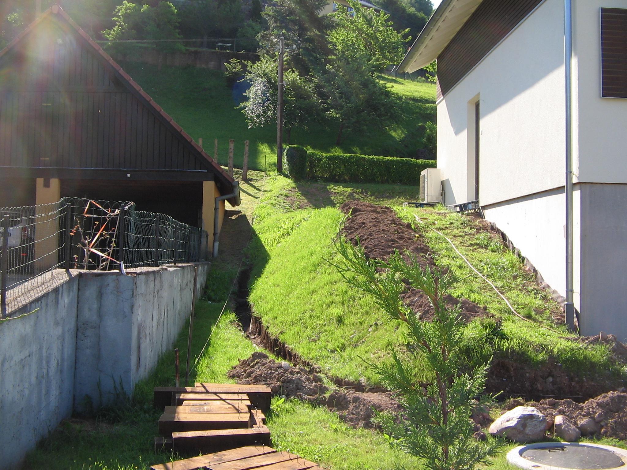 Escalier jardin bois cabane de jardin en bois habille de for Conception jardin brest